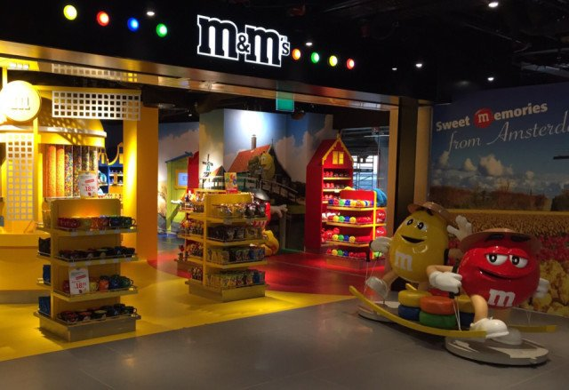 M&M shop Schiphol Lounge 2 Amsterdam Bolidtop Sensation